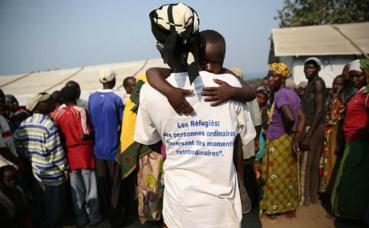 Une femme et son enfant dans le camp des réfugiés burundais de Lusenda en RD Congo. Photo (c) Abel Kavanagh / MONUSCO