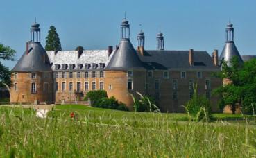 Le château de Saint-Fargeau. Image du domaine public.