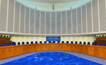La salle d'audience de la Cour européenne des droits de l'Homme. Image du domaine public.
