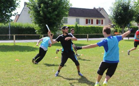 Chaque samedi, entre dix et vingt joueurs d'ultimate se retrouvent pour pratiquer leur passion. Photo prise par l'auteur.