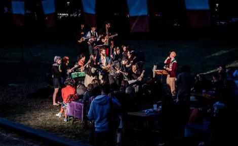 Les D'Ukes lors du pique-nique républicain à la Péniche Cancale de Dijon le 14 juillet 2016. Photo (c) Lou-is-photography.