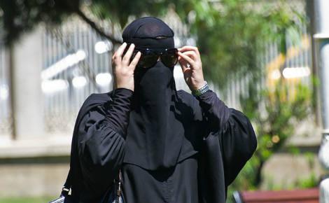 Femme en niqab. Photo (c) Antoine Taveneaux