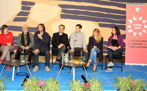 """Jérémie Pichon et Bénédicte Moret, conférence """"La famille zéro déchet"""" à Grenoble. Photo (c) Anaïs Mariotti"""