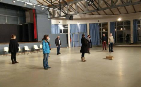 """La troupe d'""""Hospitalités"""" en répétition à La Bastide-Clairence. Photo (c) Julie Cartelier"""