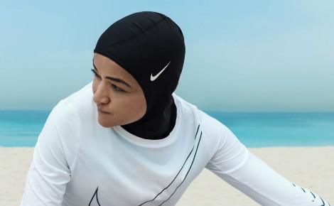 La coach sportive égyptienne Manal Rostom est l'une des égéries Nike de ce hijab nouvelle génération. Photo courtoisie (c) Nike.