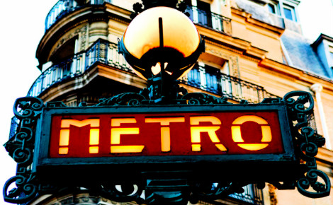 Entrée du métro parisien. Photo © Pedro Ribeiro Simões