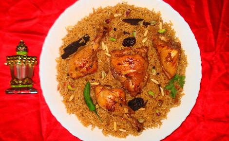 Machbous au poulet. Image du domaine public.