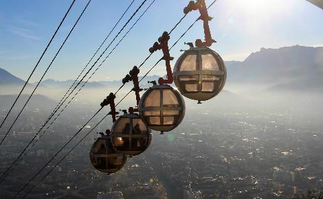 Les bulles téléphériques de la Bastille à Grenoble. Photo (c) Anaïs Mariotti