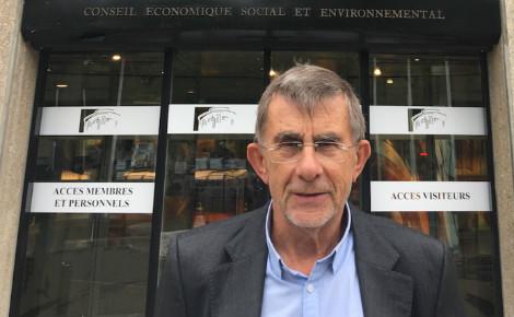 Jean-Louis Joseph devant le CESE à Paris. Photo d'archives personnelles.