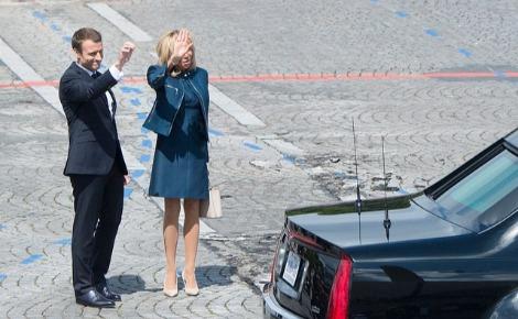 Le couple présidentiel français au départ du couple présidentiel américain. Photo (c) Dominique Pineiro