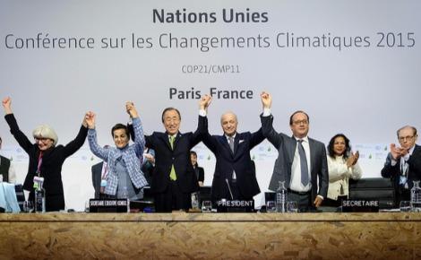 Séance pleinière de la COP 21 pour l'adoption de l'Accord de Paris. Photo (c) Arnaud Bouissou
