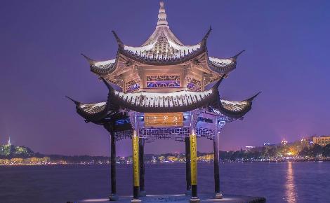 The Pavillon Bend au lac de l'Ouest Hangzou en Chine. Photo (c) Tanguy Lepage.