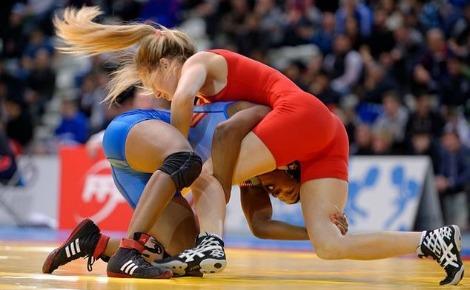 Les lutteuses Tabatha Grunewald et Erin Golston. Photo (c) Marie-Lan Nguyen