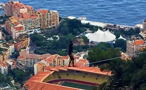 Funambule au dessus de Monaco. Photo (c) Charlotte Service-Longépé