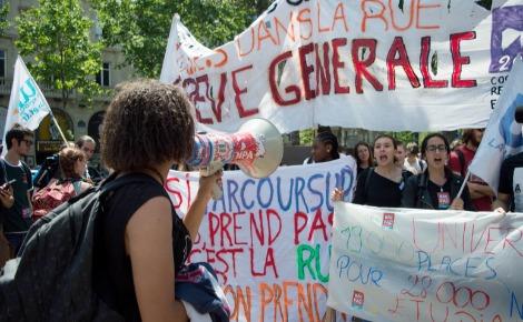 Les manifestants échauffent leurs voix. Photo (c) PR