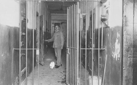 Prison à Strasbourg en 1930. Image du domaine public.