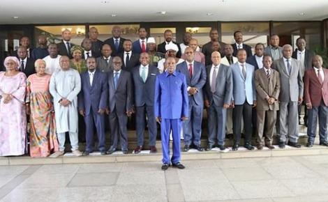 Alpha Condé et le nouveau gouvernement guinéen. Photo (c) La cellule de communication du Gouvernement
