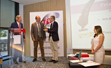Remise du Prix Armand Lunel par Emmanuel Pierrat à Frédéric Marin, accompagné du président du PEN Monaco Jean-Yves Giraudon et de sa secrétaire générale Mireille Grazi. Photo (c) Valeria Maselli