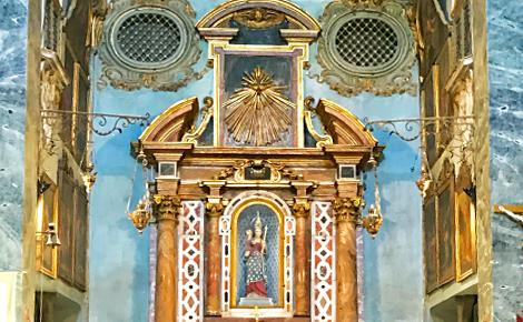 Nef de la chapelle avec sa vierge reconnaissable. Photo (c) Charlotte Service-Longépé