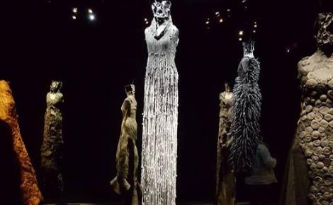 Photo des robes-sculptures publiée sur la page Facebook de Noureddine Amir. Cliquez ici pour y accéder