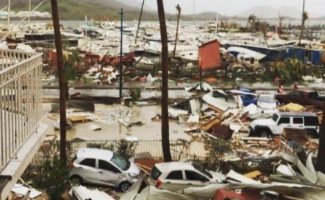 Le passage de l'ouragan sur l'île de Saint-Martin. Photo publiée par @earth_need_u sur Instagram le 9 novembre 2017