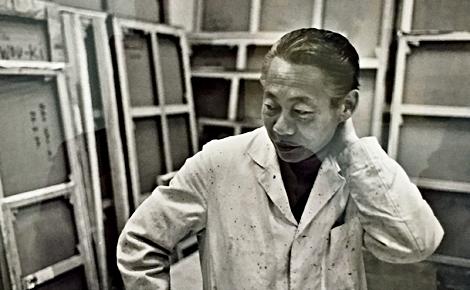 Le peintre Zao Wou-Ki dans son atelier. Photo du cliché exposé (c) Charlotte Service-Longépé