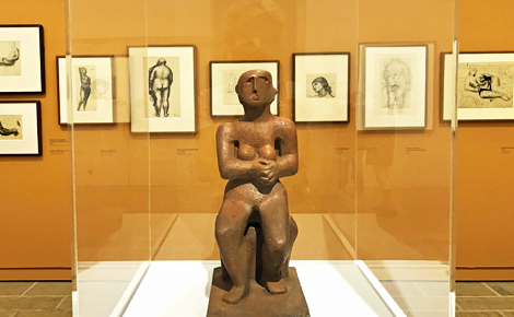 """Seated figure"", béton coulé (1929). Photo (c) Charlotte Service-Longépé"