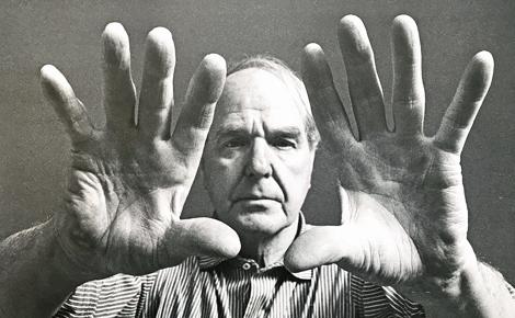 Les mains sculptrice d'Henry Moore photographiées par John Hedgecoe en 1966. Photo du cliché exposé (c) Charlotte Service-Longépé