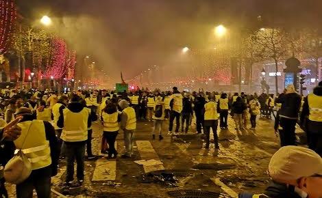 Gilets jaunes sur les Champs-Elysées. Photo (c) Patrick K.