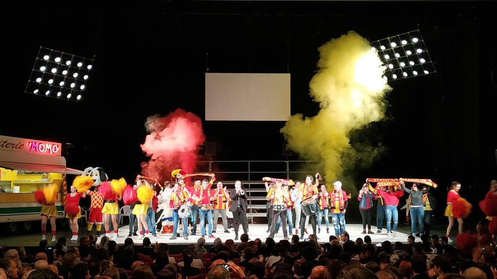 Des supporters de foot sur une scène de théâtre : un résultat fumant! (c) Serge Gloumeaud