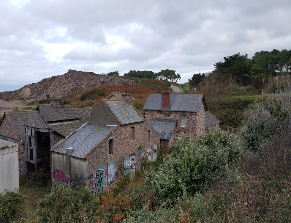Situé à 8 km du Cap Fréhel, les bâtiments du Routin sont à l'état d'abandon. (c) DR.