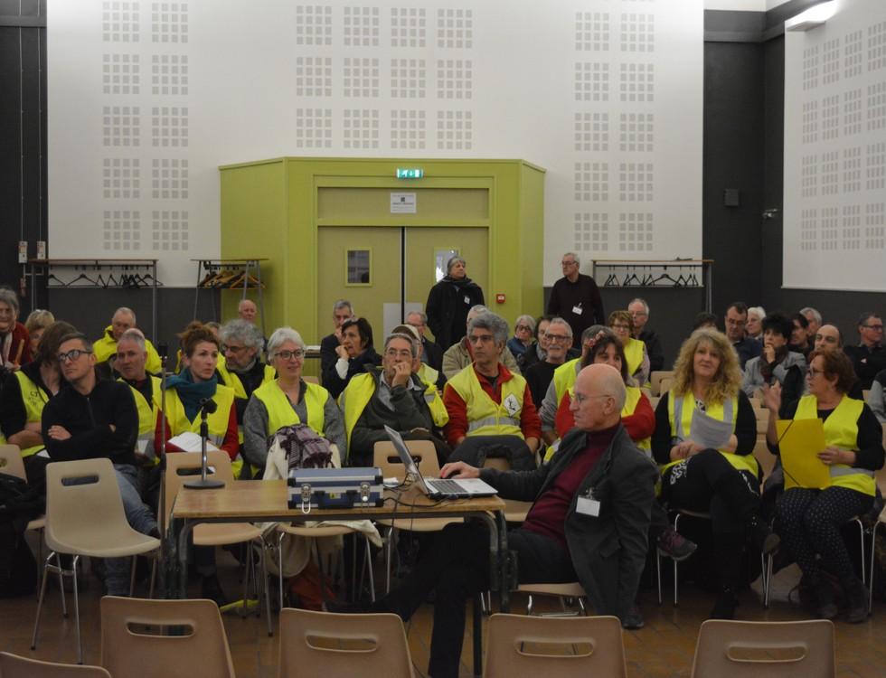 Première réunion 175 personnes, 99 pour la seconde, 70 pour la troisième (c) Frédérique Gelas