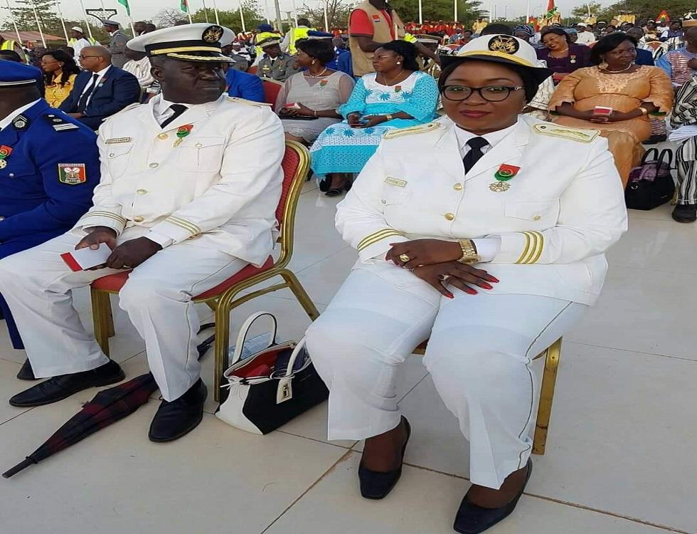Le gouverneur du plateau central (extrême droite) lors d'une cérémonie de décoration (c) Photo courtoisie, Gouvernorat du plateau central