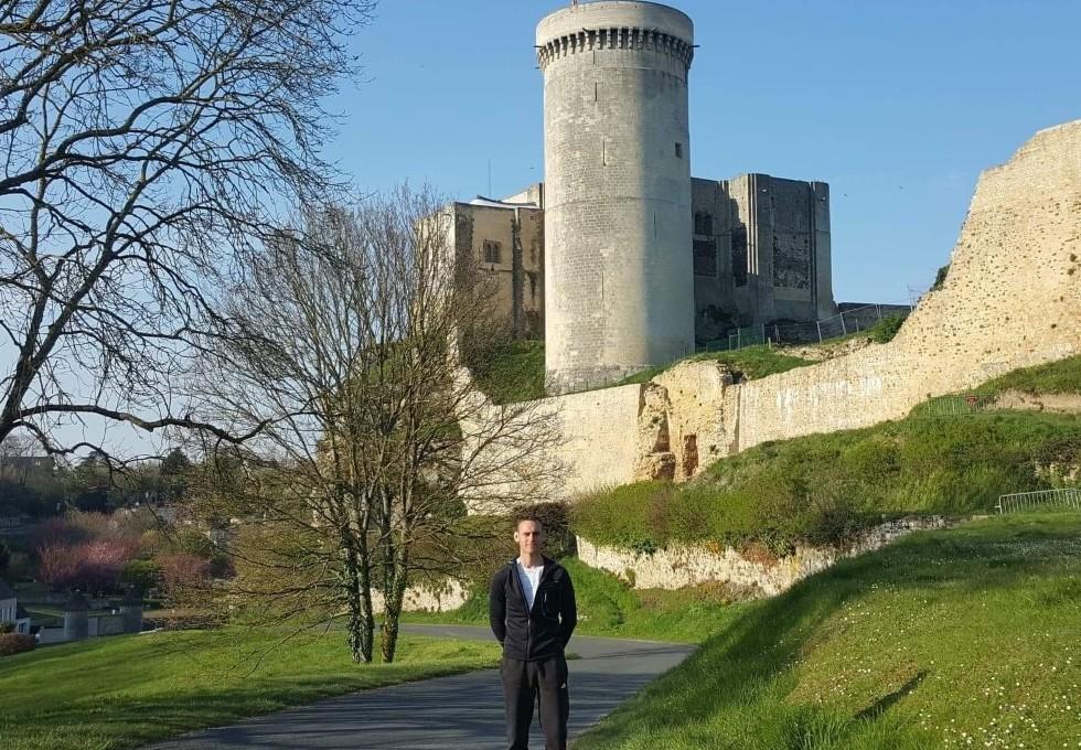 Gaylord Lelaidier partira du Château de Guillaume le Conquérant de Falaise le 9 mai prochain. © Gaylord Lelaidier