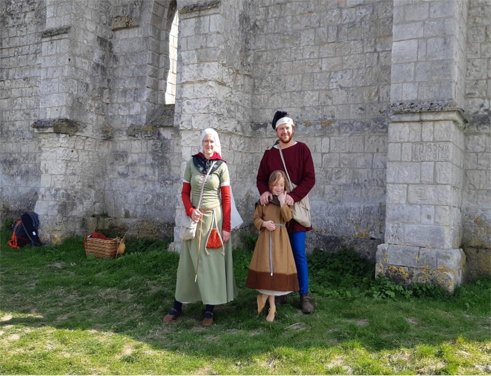 """""""Deux des membres présents de l'Association Drushina-Hansa, étaient pour l'occasion réincarnés en personnage du XVe siècle, sous les noms de Ferioc et d'Hildegarde."""" (c) Ophélie Duriez"""