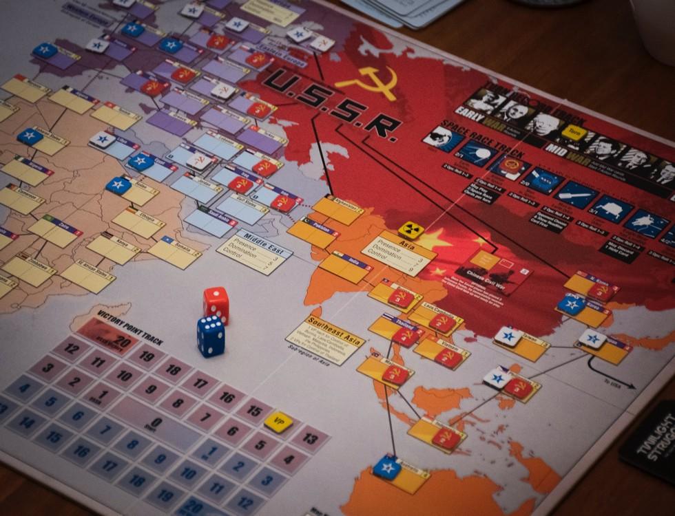 La carte du monde, plateau de jeu des blocs Est et Ouest pendant la Guerre Froide / (c) Unplash