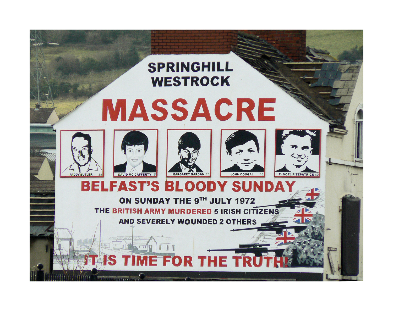 "Rappel du massacre du ""Bloody Sunday"" sur les murs de Derry (c)criminocorpus"