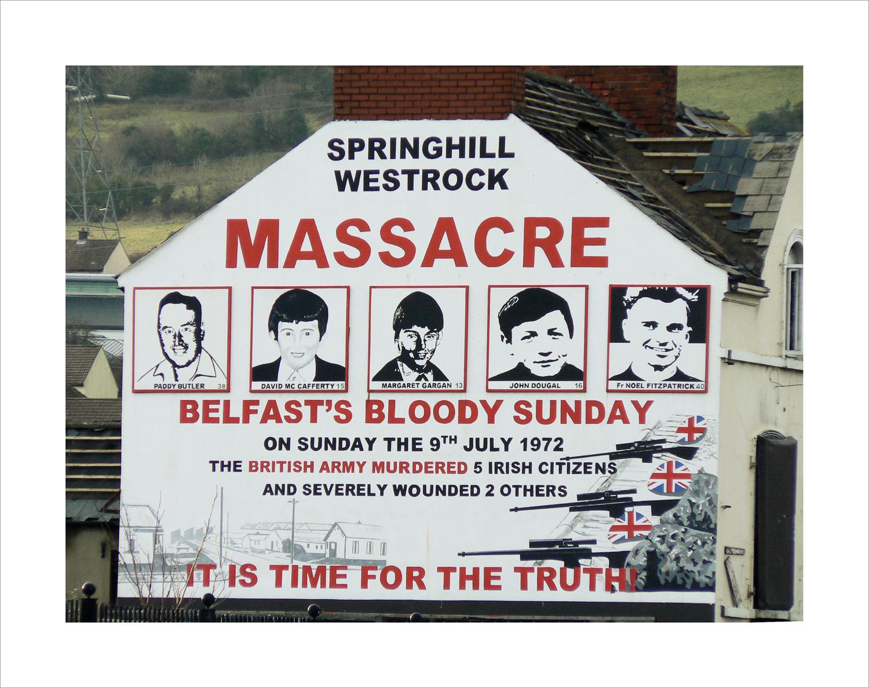 """Rappel du massacre du """"Bloody Sunday"""" sur les murs de Derry (c)criminocorpus"""