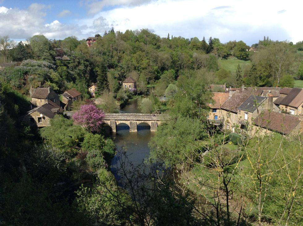 Pont de Saint-Céneri-le-Gérei enjambant la Sarthe. © J. P.