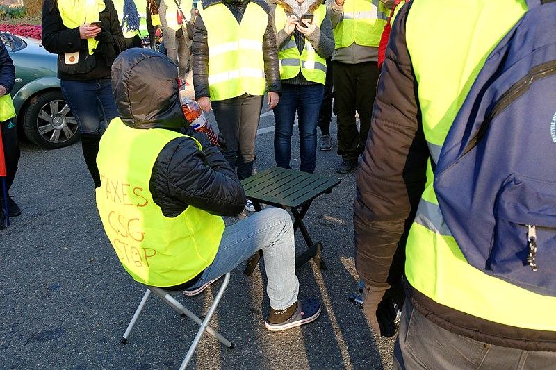 Manifestation du mouvement des gilets jaunes, au carrefour de l'Espérance, à Belfort, le 17 novembre 2018 (c) T. Bresson