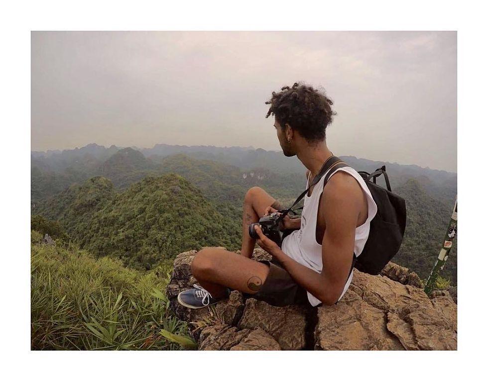 Anthony Alimeck, inséparable de son appareil photo - Cat Ba National Park, Vietnam. © Anthony Alimeck