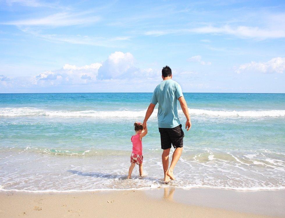 """""""Puisque les mères ont une journée qui leur est consacrée pourquoi ne pas en faire autant pour les pères?"""" (c) Sarah Bernier"""