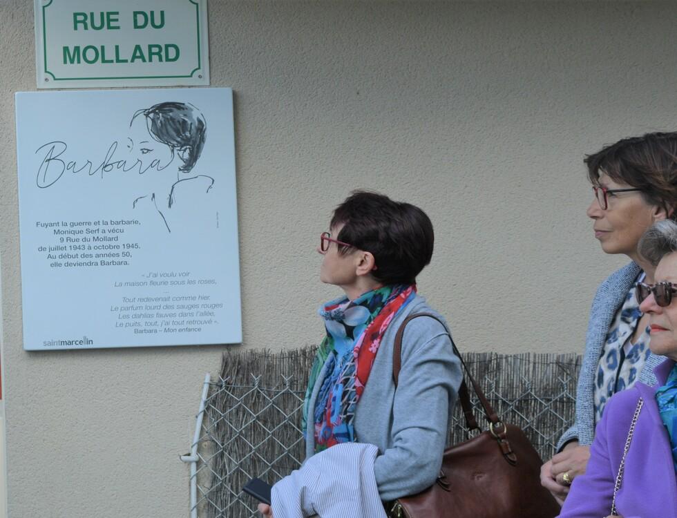 Dévoilement de la plaque en hommage à Barbara (c) Frédérique Gelas