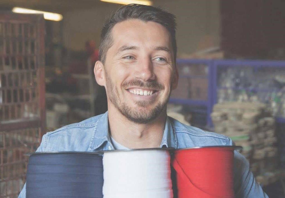 """Olivier Gelly fondateur de la marque """"made in France"""" dans l'atelier (c) Payote"""