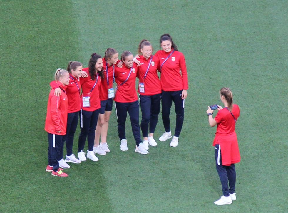 Les Norvégiennes en toute décontraction lors de la reconnaissance du stade de Nice, le 11 juin 2019. Photo (c) Serge Gloumeaud