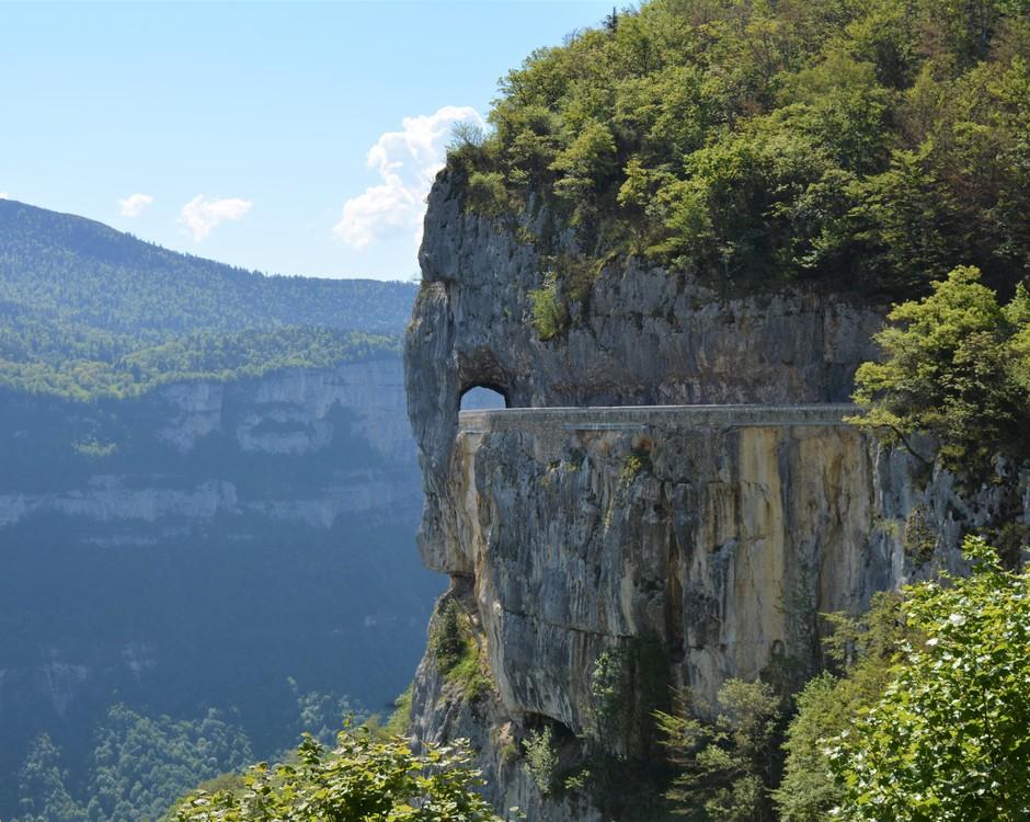 La route vertigineuse de Combe Laval pour rejoindre le Plateau d'Ambel (c) Frédérique Gelas