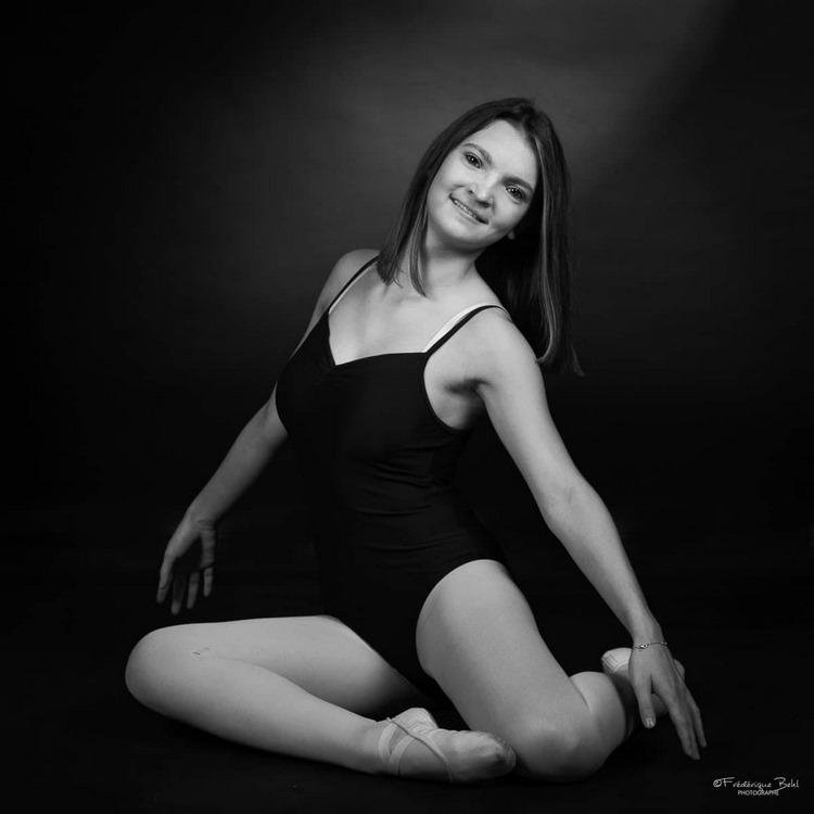 Oceane Andrzejczak a une passion dévorante pour la danse modern-jazz depuis sa plus tendre enfance (c) photographe Frédérique Behl