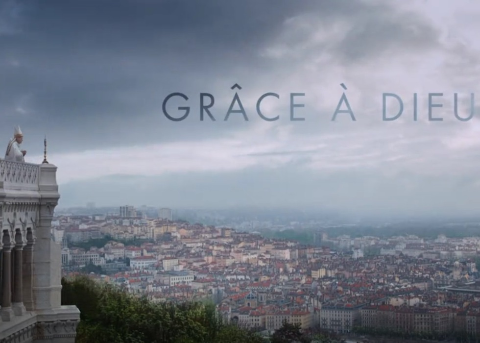 """Quand l'église ferme les yeux - Image du film """"Grâce à dieu"""""""