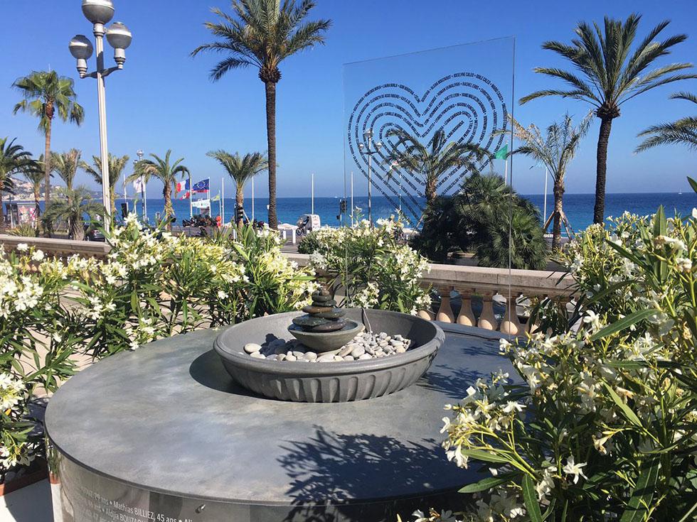 Le mémorial de l'attentat du 14 juillet 2016 dans les jardins de la Villa Massena. Photo (c) Twitter Benoit Guglielmi