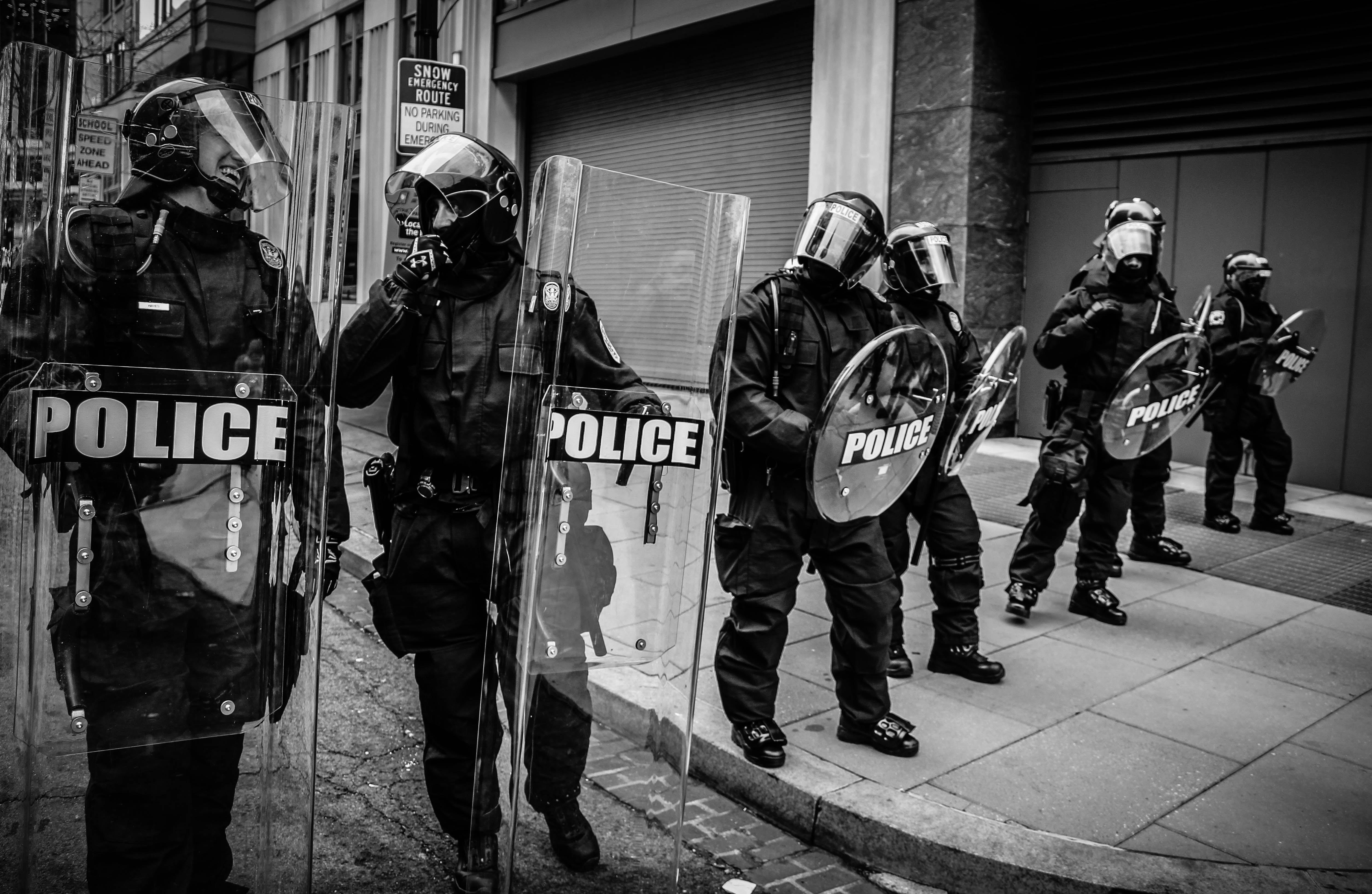 Que faire pour lutter contre les suicides des policiers ? © Spenser on Unsplash